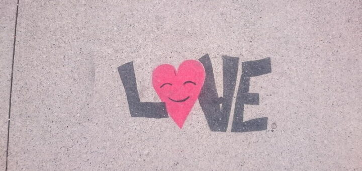 Tulisan Love