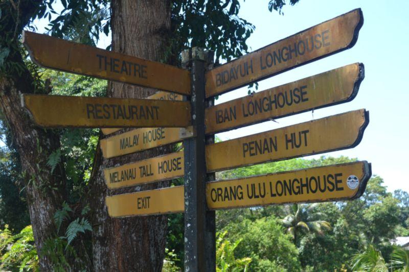 papan tanda 2 sarawak cultural village