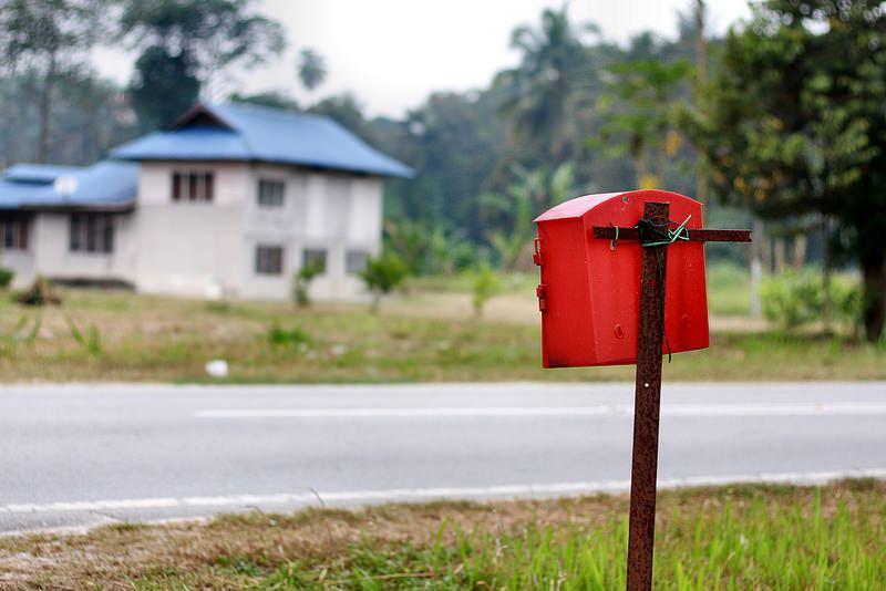 peti surat tepi jalan