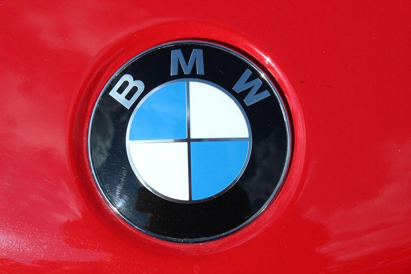 Logo BMW Merah